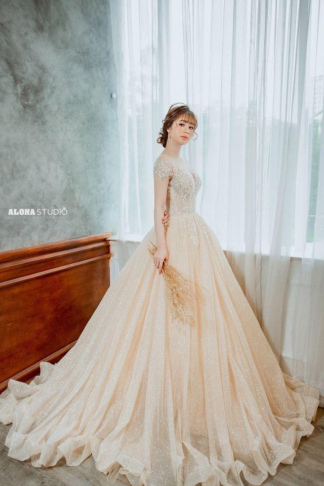 Áo cưới màu vàng cổ điển