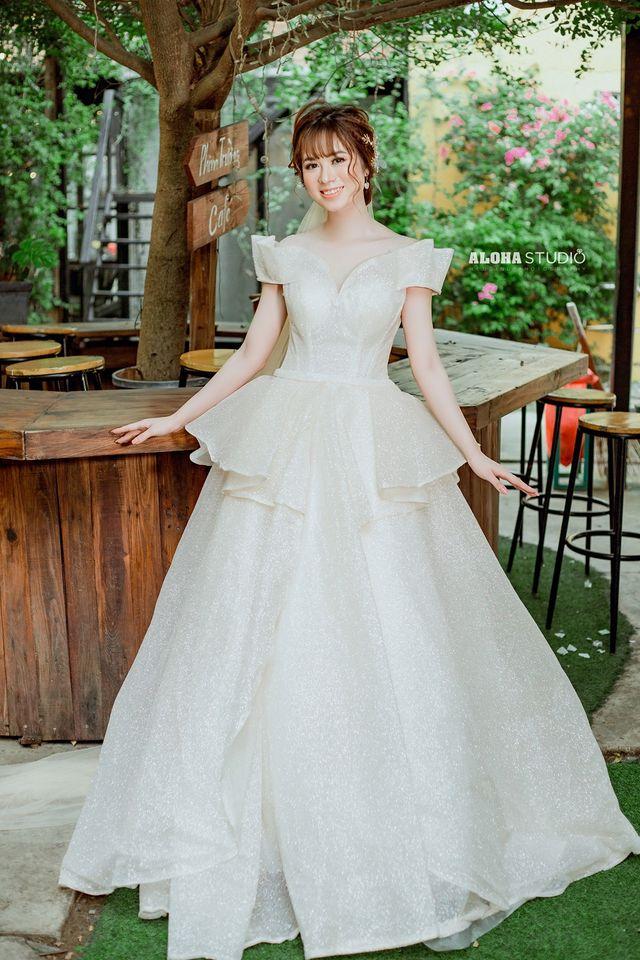 Váy cưới xòe chữ A