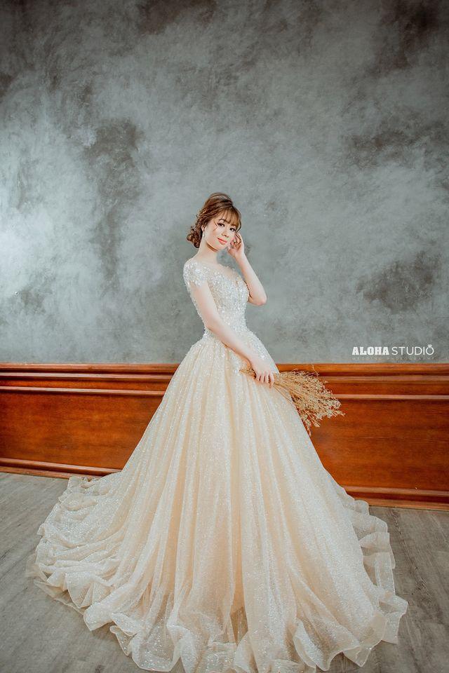 ý nghĩa váy cưới vàng