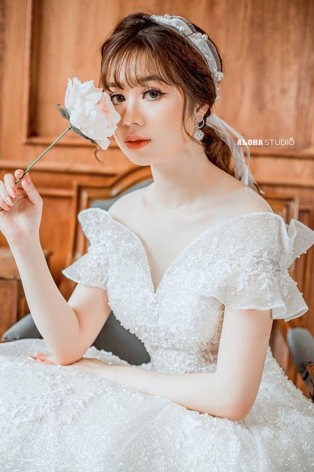 trang điểm cô dâu phù hợp với kiểu tóc