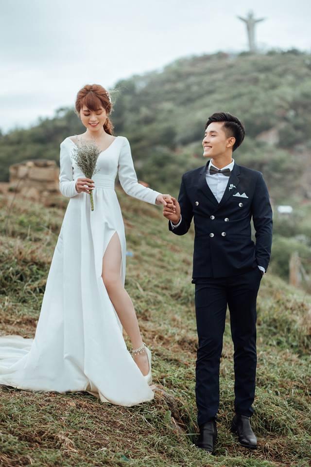 Váy cưới xẻ tà