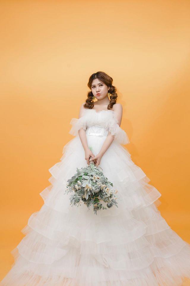váy cưới trễ vai nhiều tầng