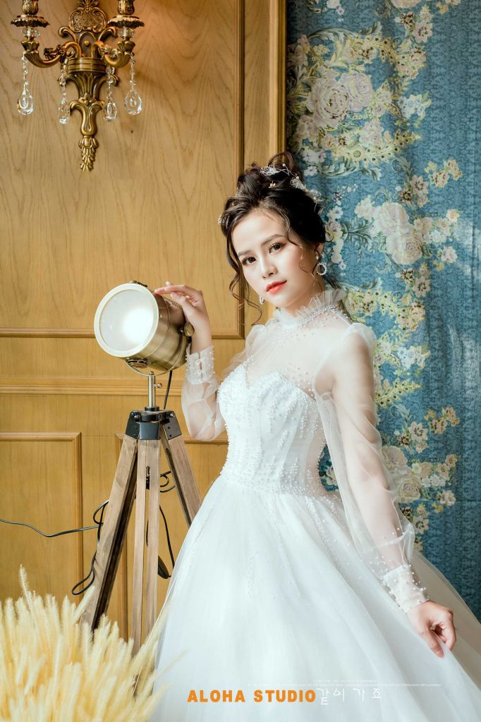 Ảnh 1 - Chiếc đầm trắng tinh khôi đủ để nổi bật nhưng không lấn át cô dâu