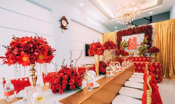 Ảnh 3 – Mỗi một vùng miền lại có cách trang trí bàn thờ gia tiên ngày cưới khác nhau.