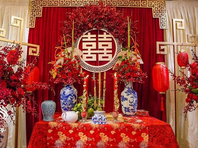 Ảnh 2 – Cách trang trí bàn thờ gia tiên ngày cưới cần phải được chú trọng để đảm bảo ý nghĩa tâm linh.