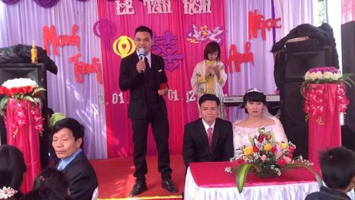 Ảnh 3 - Nghề MC đám cưới là nghề làm dâu trăm họ và cũng vô cùng cần thiết trong việc tạo không khí cho tiệc cưới.
