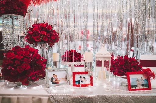 Cách trang trí bàn tiệc cưới đơn giản chừng nào thì càng phù hợp với nhiều theme cưới khác nhau