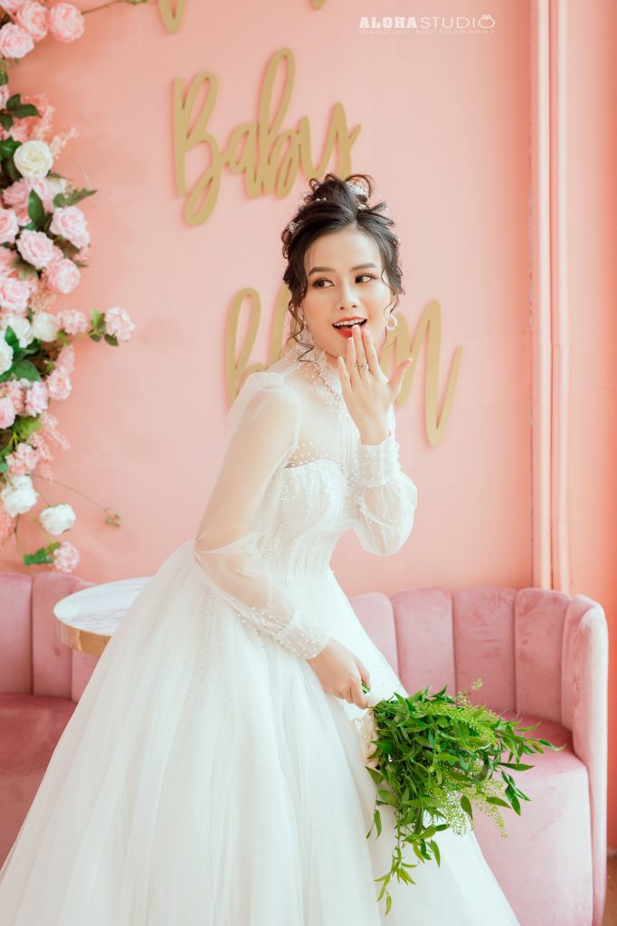 Váy cưới chào bàn