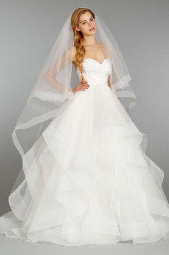 Váy cưới nhiều tầng cúp ngực
