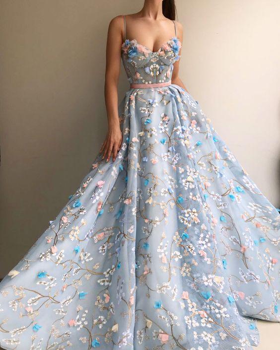 Váy cưới xanh dương phối hoa