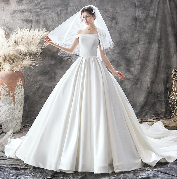 Váy cưới xòe lộng lẫy