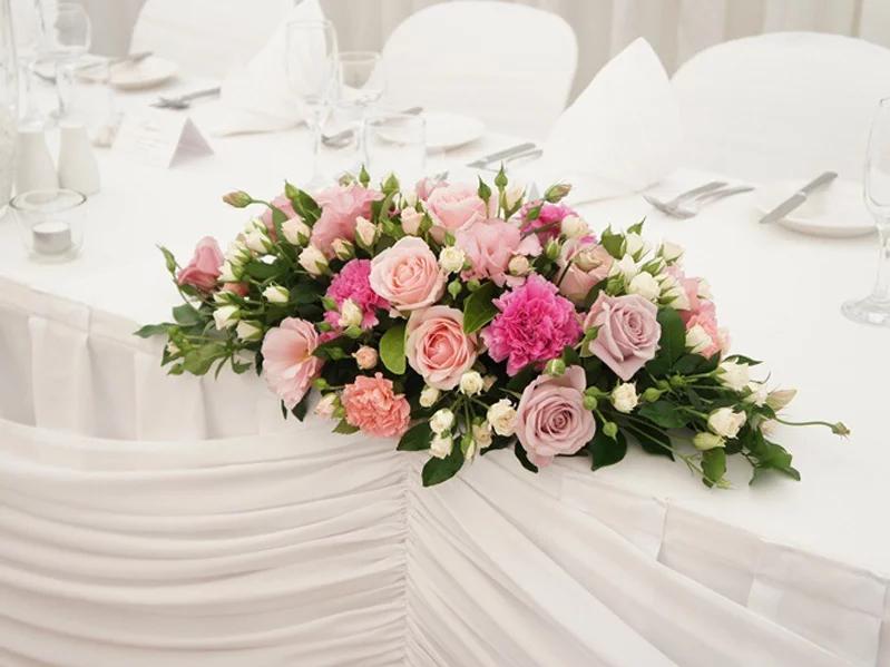 cắm hoa để bàn nằm ngang