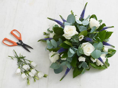 cắm hoa để bàn tròn