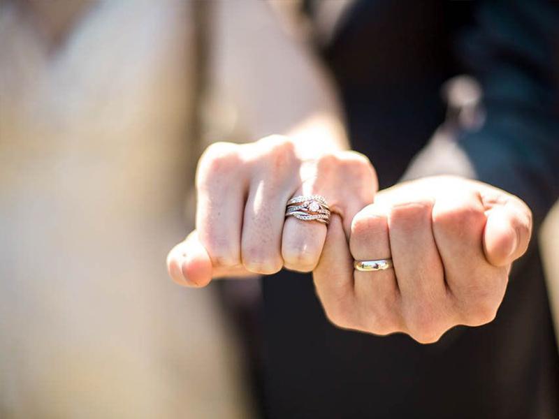 Đeo nhẫn cưới thế nào là đúng?