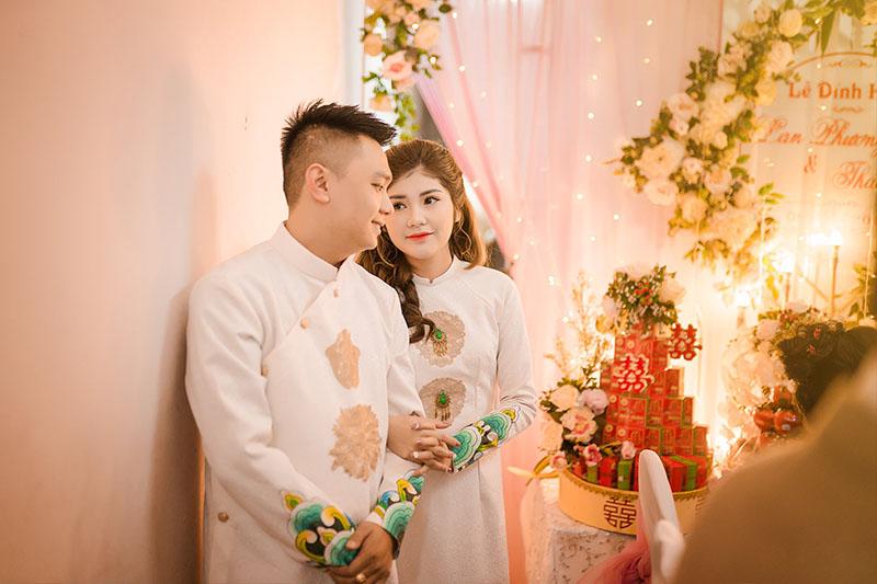 Cô dâu chú rể trong lễ đính hôn