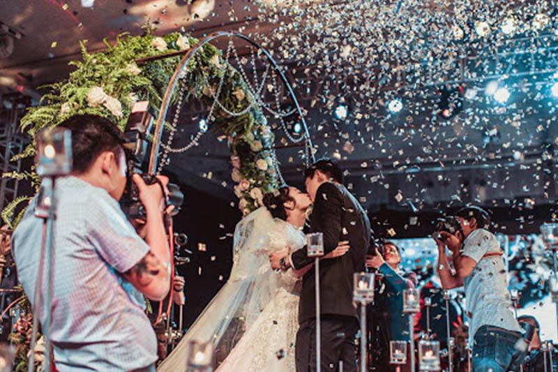 Lễ thành hôn trước quan khách