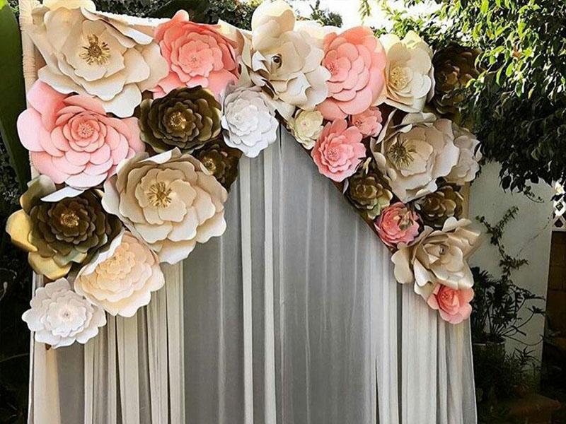 Backdrop cưới chất liệu hoa giấy