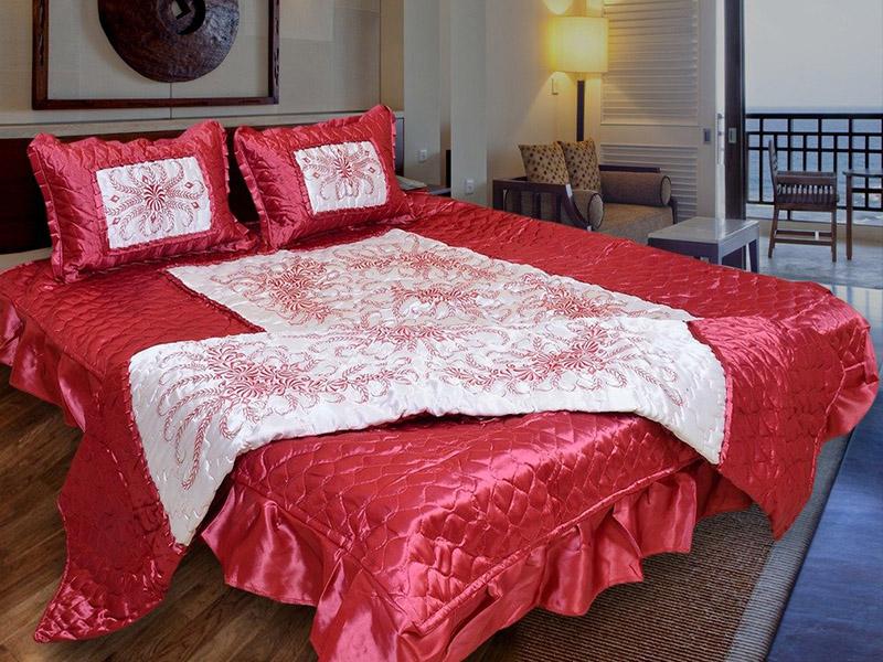 Trang trí phòng và giường cưới