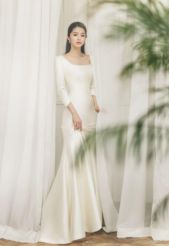 váy cưới đuôi cá cổ vuông