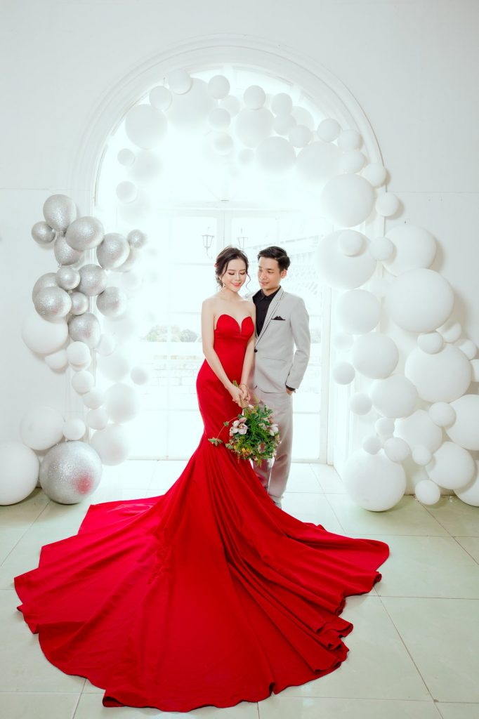 váy cưới đuôi cá màu đỏ đẹp