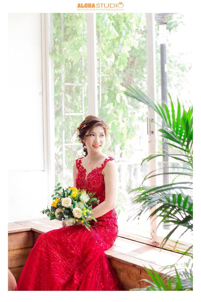 váy cưới đuôi cá màu đỏ