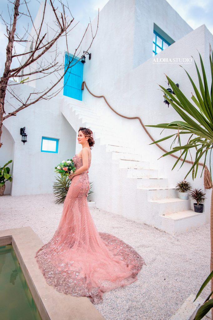 váy cưới đuôi cá màu hồng pastel