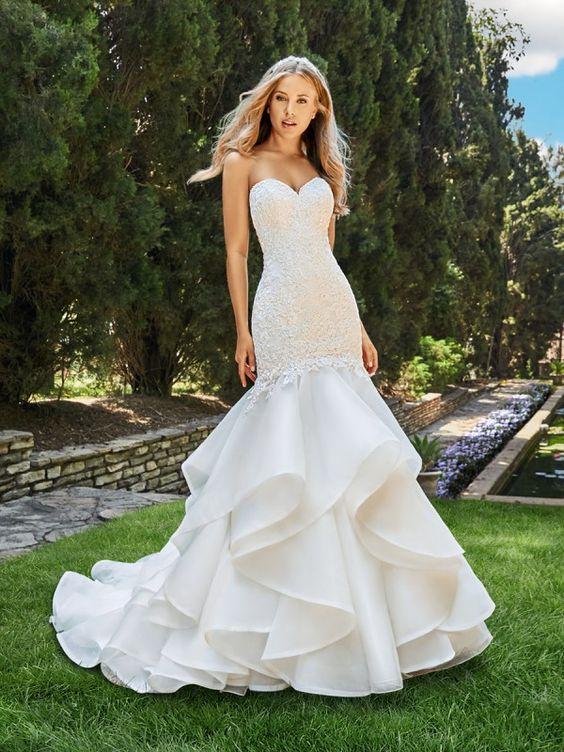 váy cưới đuôi cá nhiều tầng