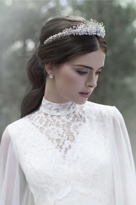 váy cưới cổ cao
