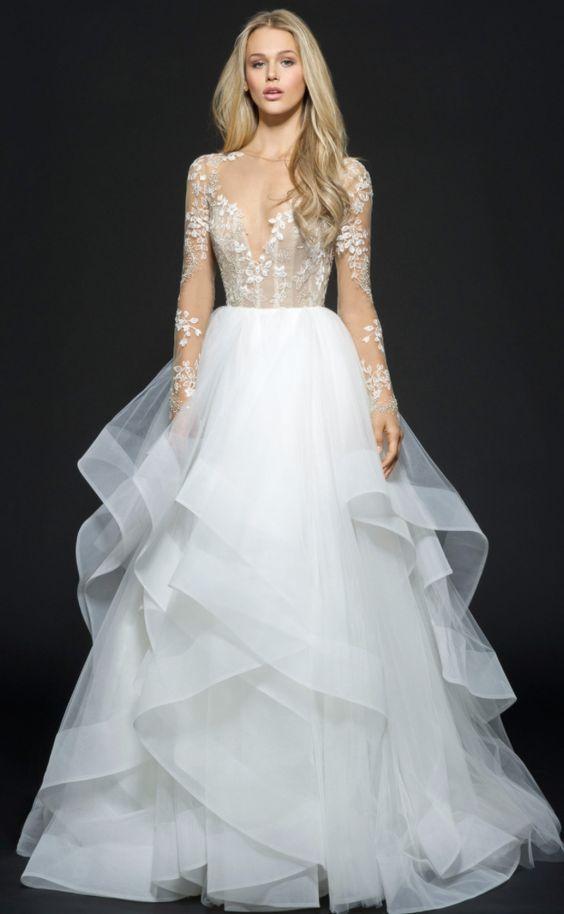 váy cưới dài tay nhiều tầng