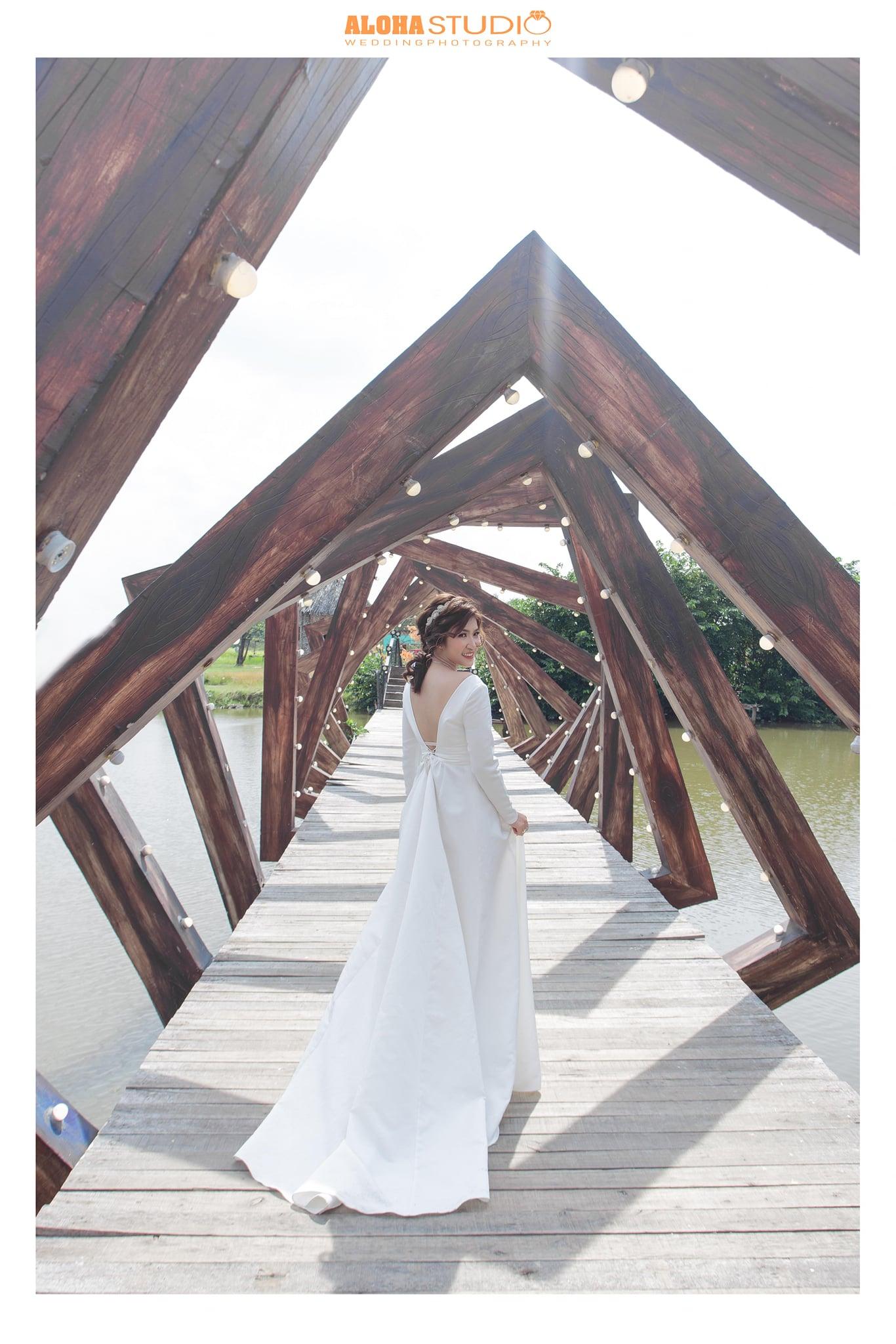 váy cưới lụa satin