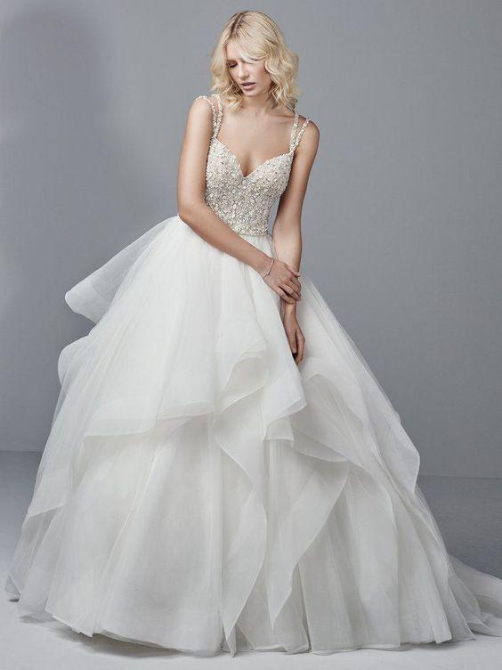 váy cưới hai dây nhiều tầng