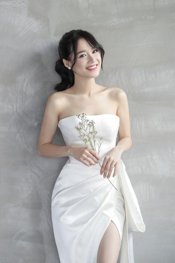 váy cưới lụa cúp ngực
