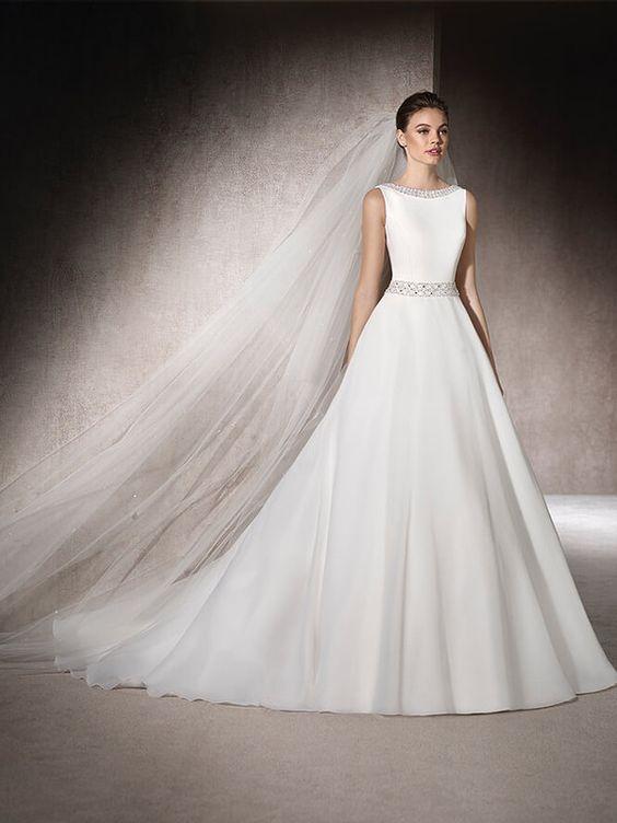 váy cưới lụa sát nách