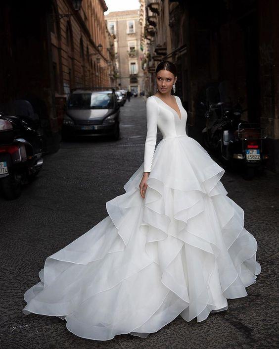 váy cưới nhiều tầng dài tay