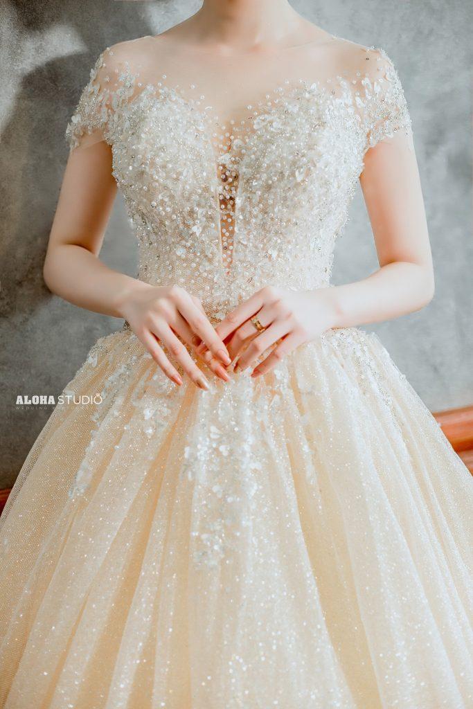 váy cưới màu vàng đồng