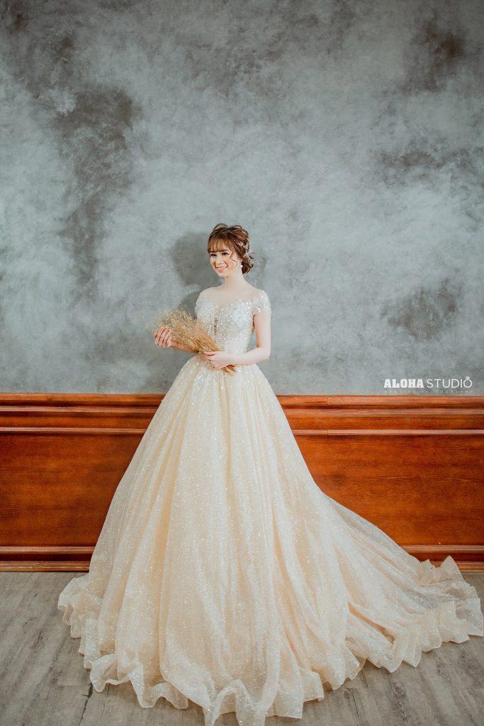 váy cưới tay hến
