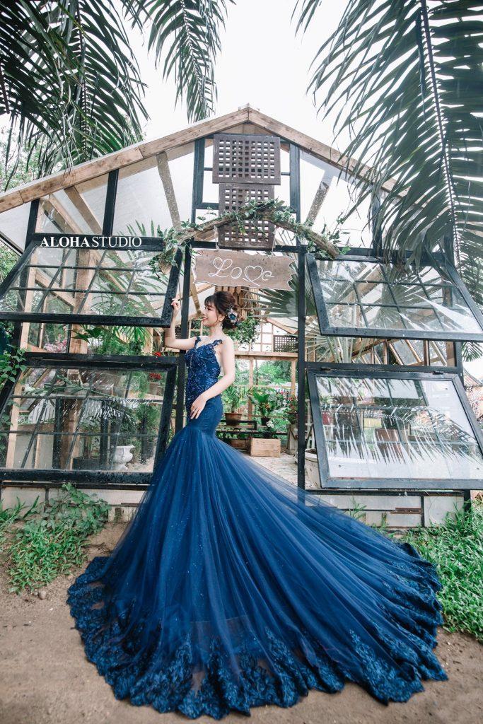 váy cưới đuôi cá màu xanh dương 2