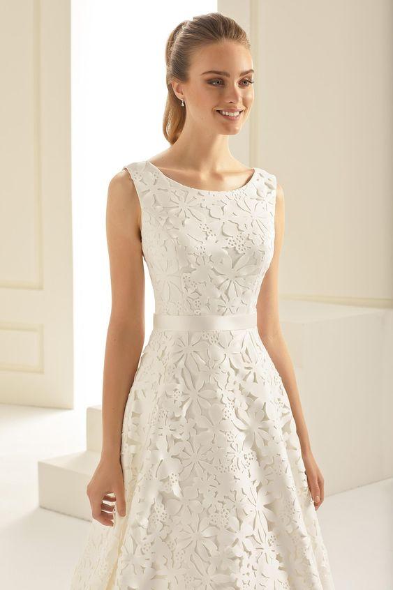 váy cưới ngắn cổ tròn