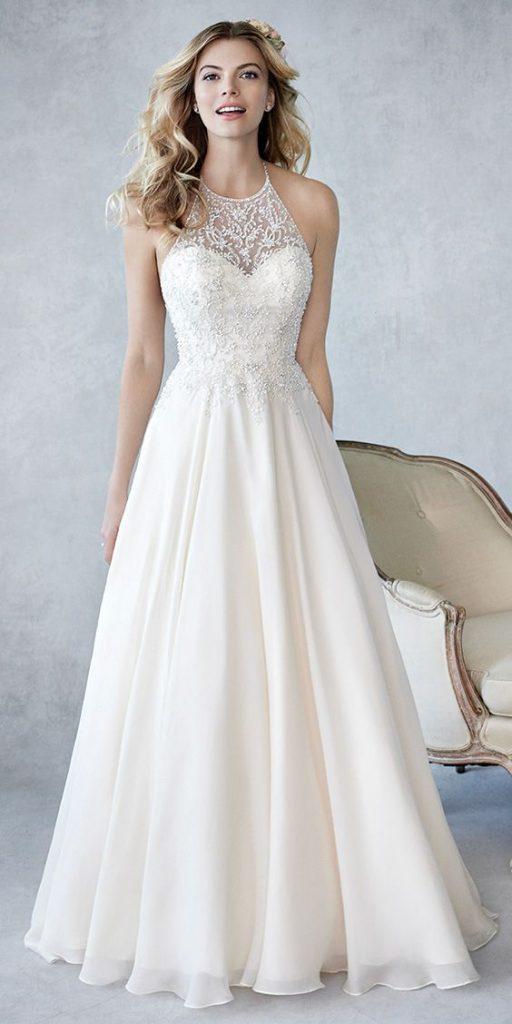 váy cưới suông cổ yếm