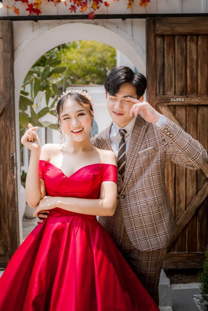 váy cưới xòe bồng màu đỏ