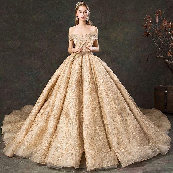 váy cưới xòe màu vàng
