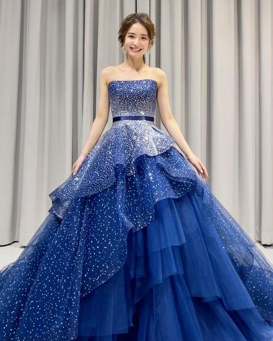 váy cưới xanh dương lấp lánh