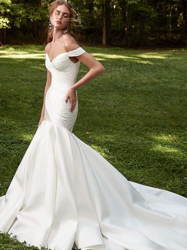 Váy cưới phi trơn trumpet