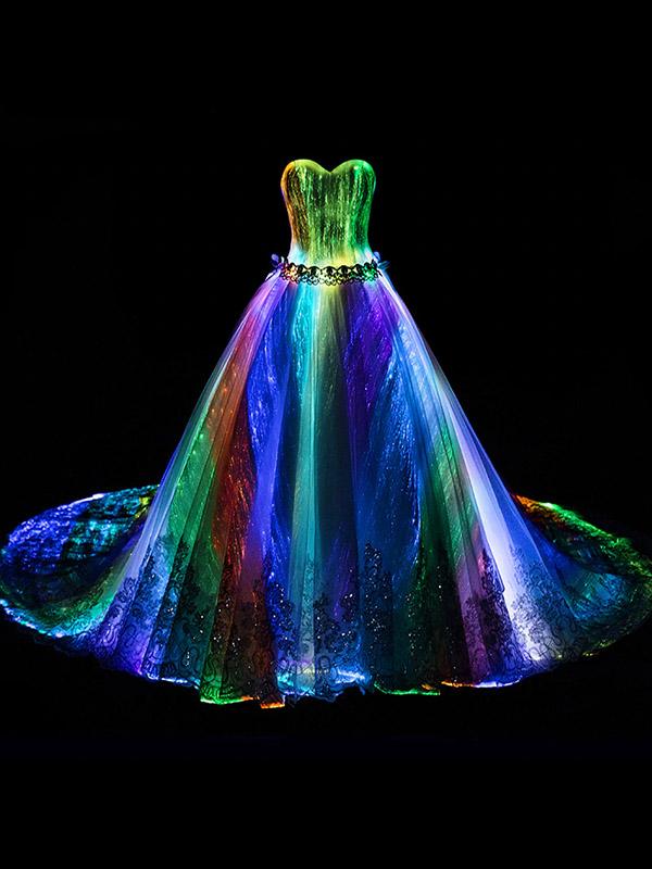 Áo cưới ánh đèn 7 màu