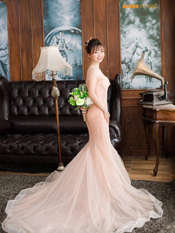 Váy cưới body màu hồng pastel