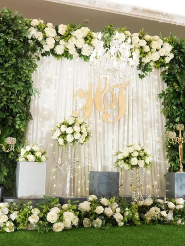 Sân khấu cưới theo chủ đề khu vườn Rustic