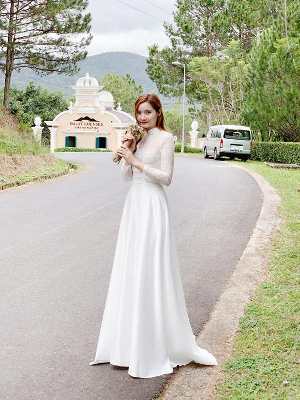 Váy cưới dạ hội dài tay