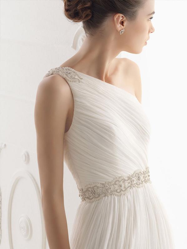 Váy cưới lệch vai